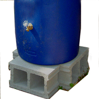 rain barrel on blocks